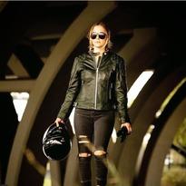 Goldtop Ladies 76 Jacket Racing Green. . . . #chaquetadecuero #caferacer #leatherjacket @goldtopengland #motorcycleclothing
