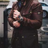 Belstaff Trialmaster Pro. Una icónica chaqueta que sigue a la cabeza del diseño con su confección en algodón encerado 283gr. Con forro desmontable y membrana impermeable. Llévatela ahora con el 15% de descuento. Más información en burningroadstore.com #BELSTAFF #zaragoza