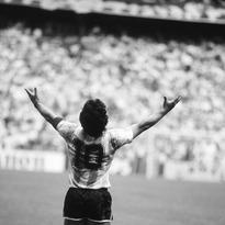 Eres el fútbol, Diego. Feliz viaje de regreso Barrilete Cósmico. #d10s
