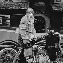 '...heavy rings on fingers wave, another star denies the grave... ...ash to ash, dust to dust, fade to black, the memories remains to this faded prima donna...' . . #mariannefaithfull #girlonamotorcycle #harleydavidson #metallica #thememoryremains